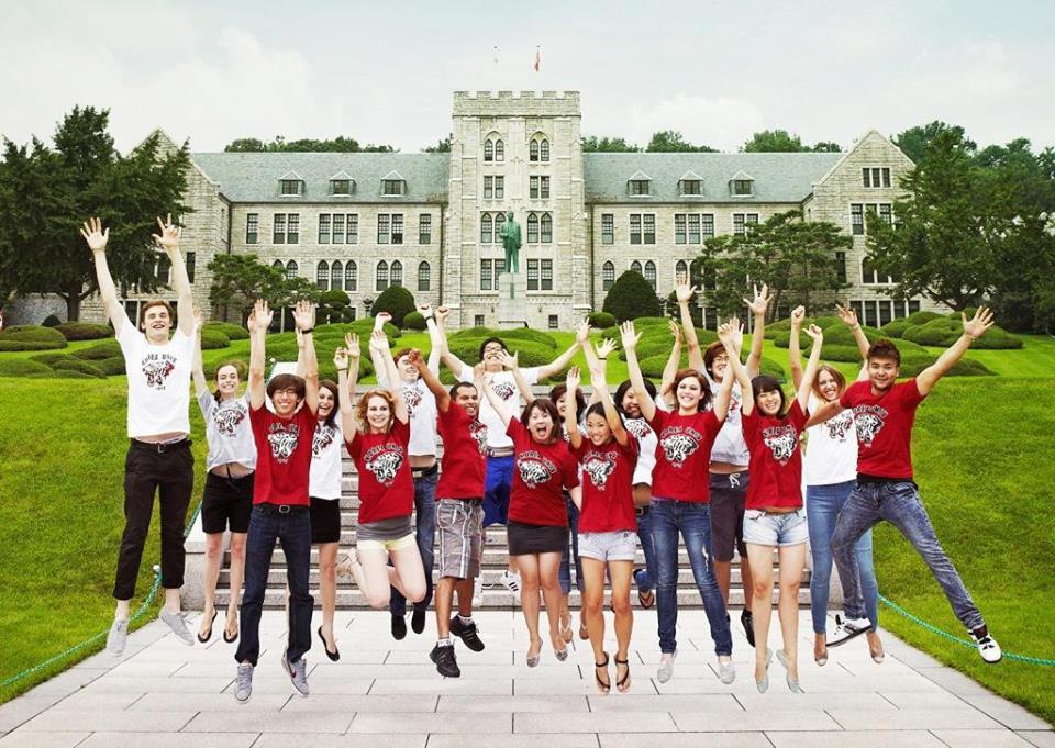 Đại học Quốc gia Seoul có hơn 30,000 sinh viên theo học hằng năm và có 24 trường thành viên trực thuộc