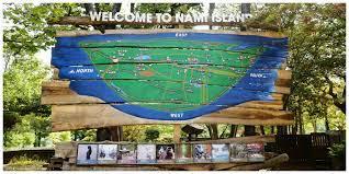 Bước vào Nami bạn sẽ nhìn thấy tấm biển lớn có bản đồ của đảo