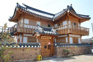 Ngôi nhà truyền thống Hanok là nét đặc trưng trong văn hóa Hàn Quốc